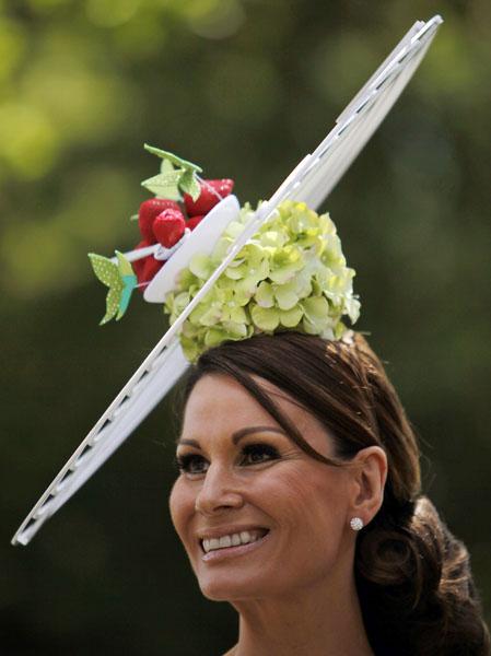 royal_ascot_hats_parade03